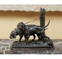 """Bronze """" Deux chiens au piquet"""" signé DELABRIERRE"""
