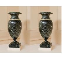Paire de vases balustres de style Louis XVI