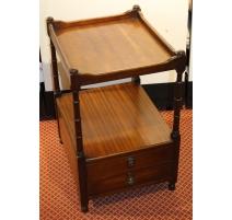 Table de chevet en acajou à deux tiroirs