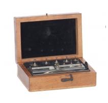 Boîte contenant des petits poids en plomb