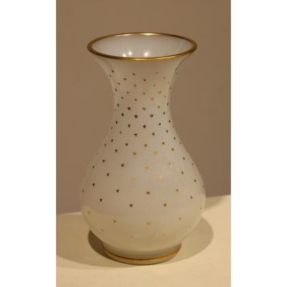 Vase en opalines blanche, étoiles dorées