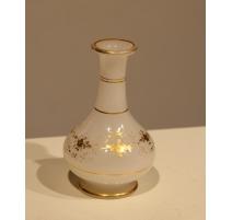 Petit vase soliflore en opalines blanche