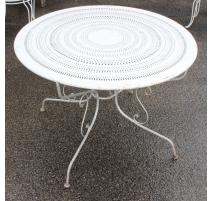 Table ronde en fer forgé, plateau perforé, blanche