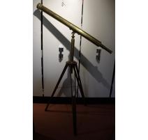 Télescope en laiton avec trépied en bois