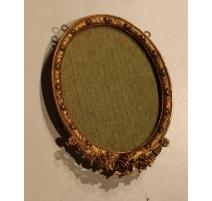 Cadre ovale Napoléon III orné de roses