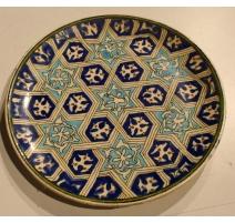 Assiette en faïence turque motif étoiles
