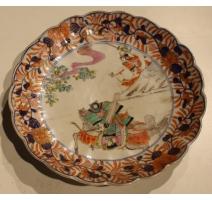 """Assiette festonnée """"Guerriers"""" en porcelaine Imari"""