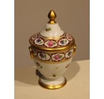 Bonbonnière en porcelaine de Nyon par TERRIBILINI