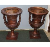 Paire de vases en bronze anses femmes