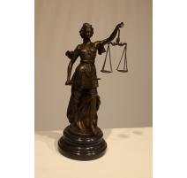 Justice en bronze, socle en marbre noir