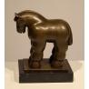 Cheval stylisé en bronze, socle en marbre noir
