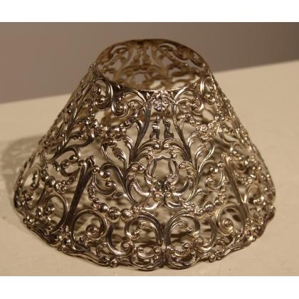 Petit abat-jour en métal argenté ajouré