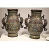 Paire de vases chinois cloisonnés avec anses