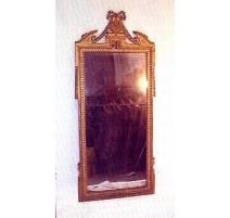 Miroir Louis XVI avec fronton sculpté.