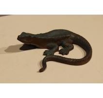 Lézard queue courbe vert en bronze