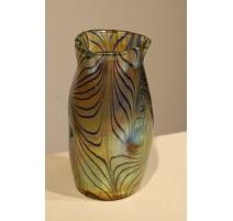 Vase en verre iridescent décor Phanomen de LOETZ