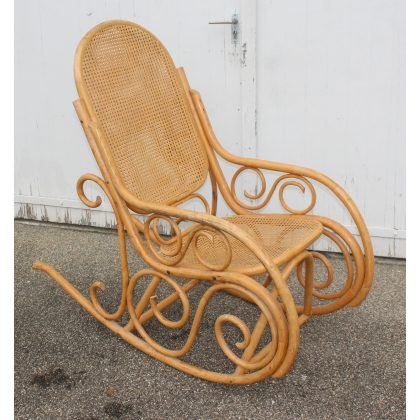 Rocking chair en bambou thermoformé