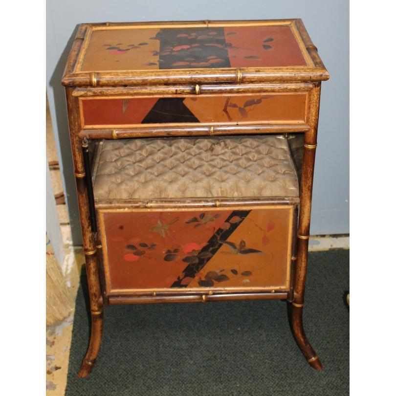 """Table à ouvrage en bambou décor laqué """"Oiseaux"""""""