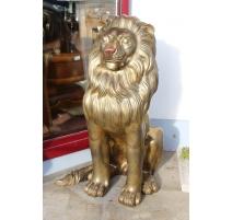 Lion taille nature assis, en bronze doré