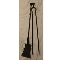 Shovel and tongs in wrought iron