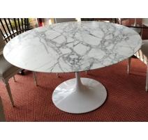 """Table """"Tulip"""" de Eero Saarinen pour KNOLL"""