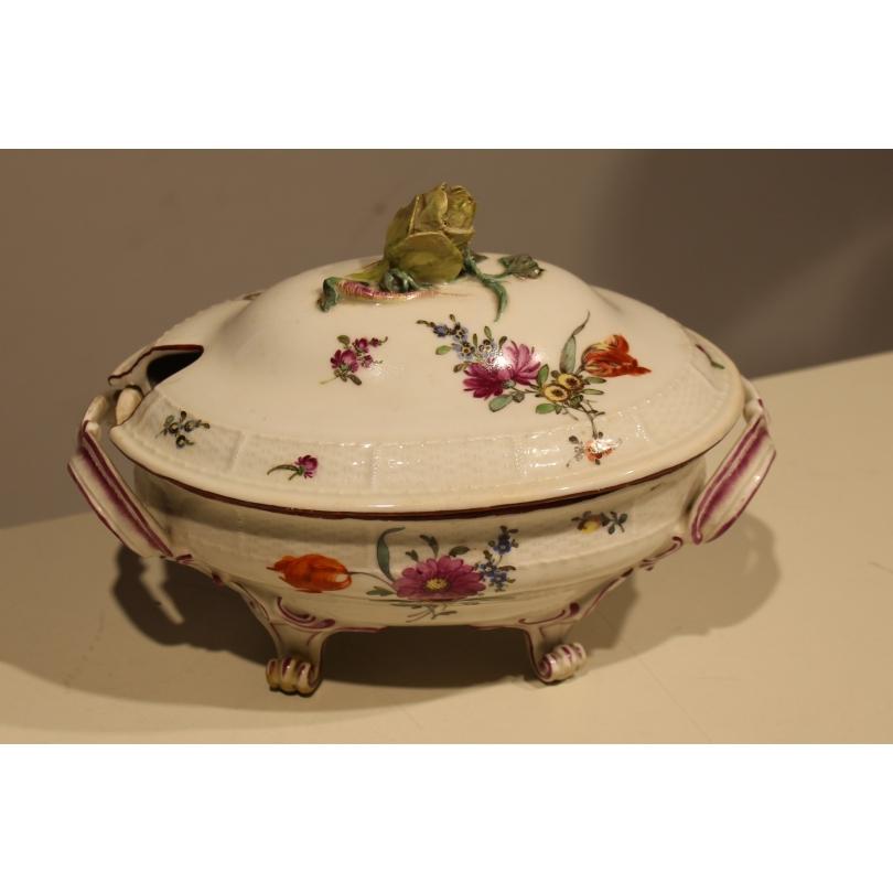 Légumier en porcelaine de Louisbourg