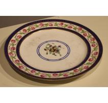Assiette en porcelaine de Sèvres, décor fleurs