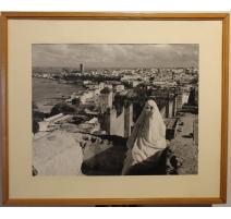 """Photographie """"Femme voiléee sur les toits de Rabat"""