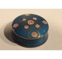 Boite ronde en porcelaine de Sèvres