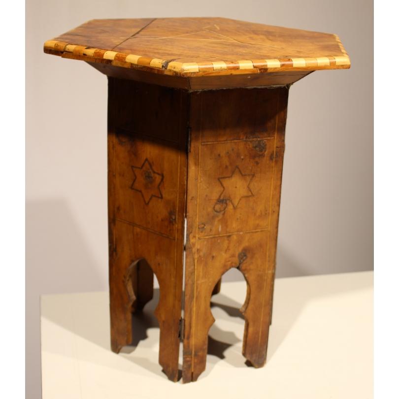 Столик-Сувейра декор звезды