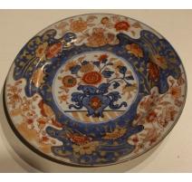 Assiette en porcelaine décor urne et fleurs