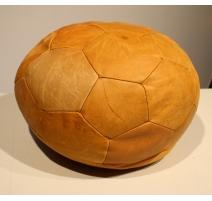 "Pouf ""Ballon de football"" en cuir beige"