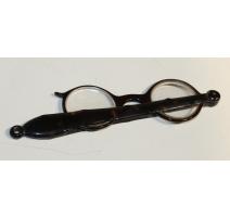 Paire de lunettes en écaille