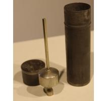 Pèse-alcool en métal argenté dans son étui en tôle