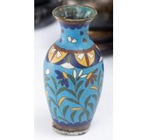 Vase cloisonné décor de fleurs sur fond bleu