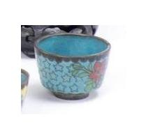 Coupe cloisonnées décor de fleurs, fond bleu