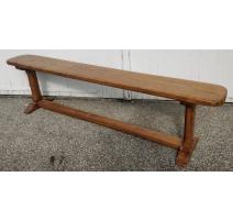 Bench in oak