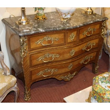 Commode Tombeau style Louis XV à 4 tiroirs