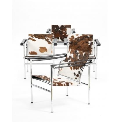Fauteuil LC1 en peau de vache d'après Le Corbusier