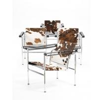 Sillón LC1 de piel de vaca, de acuerdo con Le Corbusier