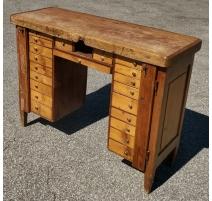 Established watchmaker fir to 22 drawers