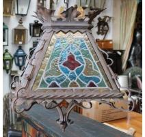 Lanterne carrée en fer forgé et vitraux