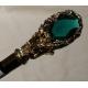 Bastón con pomo de la hoja de oro con una esmeralda