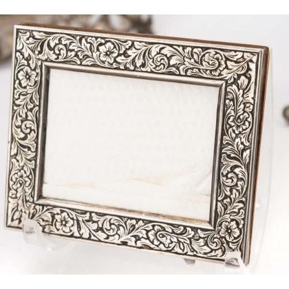 框架在银800刻设计的花朵