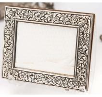 Marco en plata 800 grabado diseño de flores