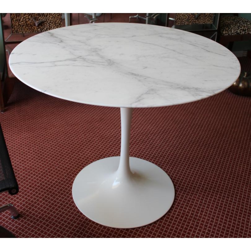 Table Tulip d'après Saarinen
