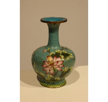 Vase cloisonné décor de fleur sur fond bleu