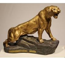 Sculpture Lionne rugissant signée T. CARTIER