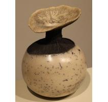 Vase boule en céramique signé CS