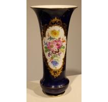Vase bleu décor fleurs de Meissen